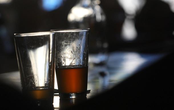 Выпитая на спор бутылка виски убила жителя Непала