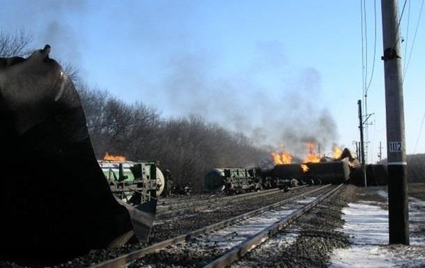 На месте аварии поезда в Донецкой области подняли 8 из 26 цистерн