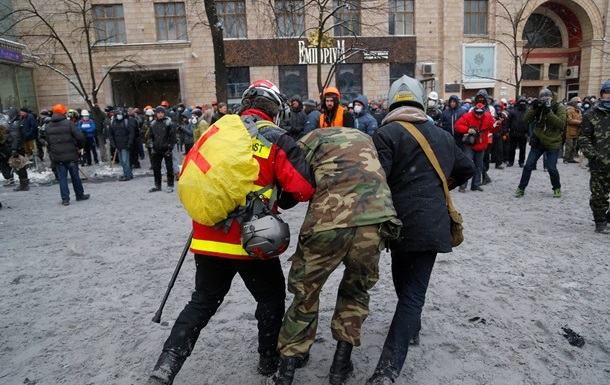 Первые 4 пострадавших активистов прибыли на лечение в Польшу