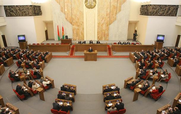 Белорусский парламент обеспокоен дестабилизацией политической обстановки в Украине
