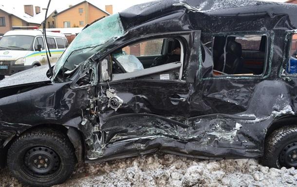 В Харькове маршрутка столкнулась с иномаркой, есть жертвы