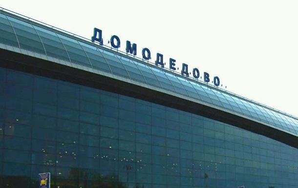 Самолет украинской авиакомпании сел в Домодедово с загоревшимся двигателем