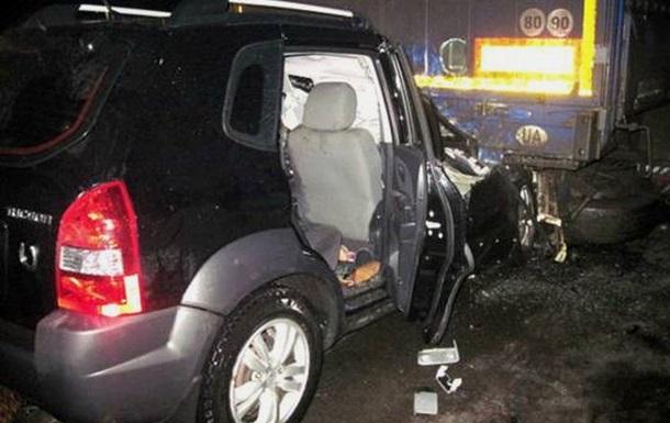 В Закарпатье Hyundai врезался в фуру, один человек погиб