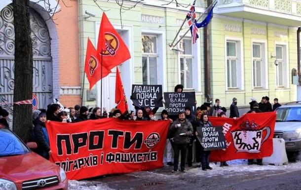 В Киеве около посольства Великобритании устроили Бостонское чаепитие