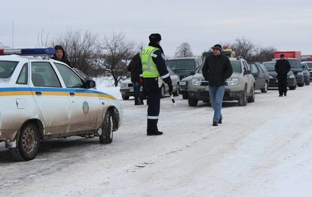 На Житомирской трассе милиция отобрала лекарства, которые везли на Майдан