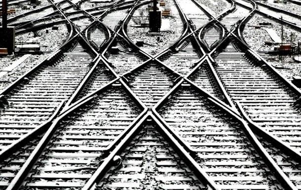 Железнодорожники восстанавливают движение поездов после аварии в Донецкой области