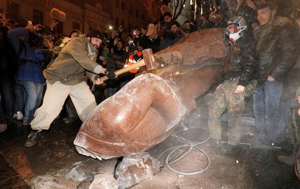 КПУ  воскрешает  киевский памятник Ленину