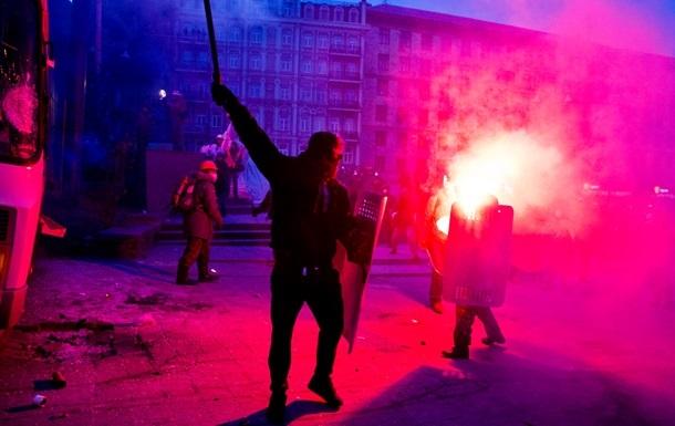 Украинские ультрас объявили перемирие, чтобы  остановить конфронтацию
