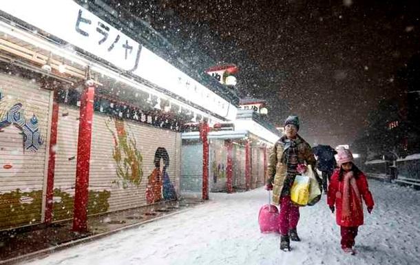 Сильнейший снегопад в Японии привел к отмене более 100 внутренних авиарейсов