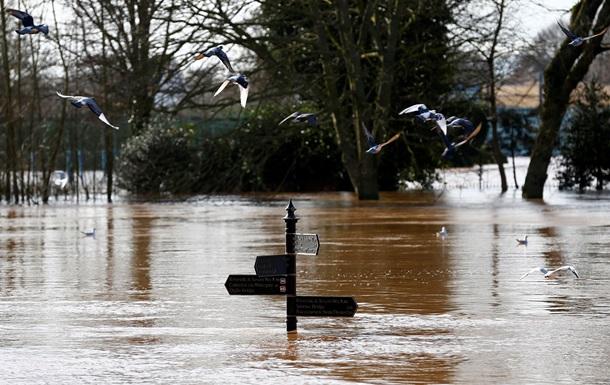 Западную Англию частично затопило, погода ухудшается