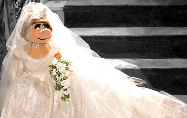 Вивьен Вествуд создала свадебное платье для персонажа Маппет-шоу