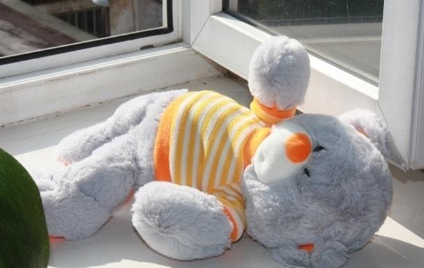 В Москве полуторогодовалая девочка выпала из окна 9-го этажа и выжила