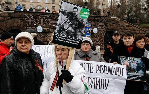 Движение  За чистый Киев  снова пыталось разобрать баррикады возле ЦУМа