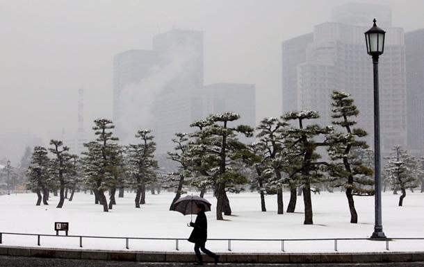 Число жертв аномального снегопада в Японии продолжает расти