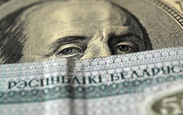 Комментарий: Ползучая девальвация белорусской экономике уже не поможет