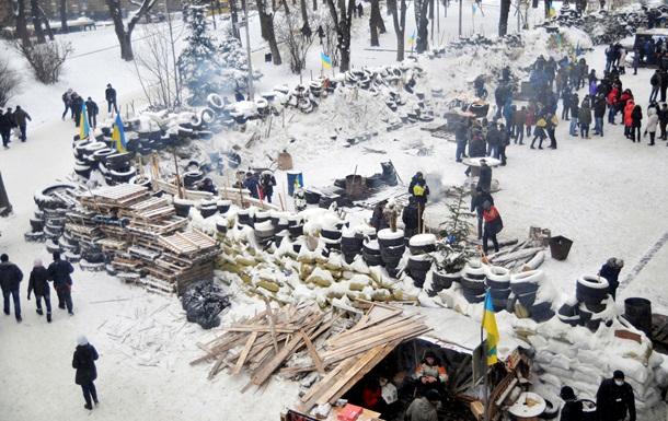Возле Львовской ОГА разобрали баррикады – движение транспорта восстановлено
