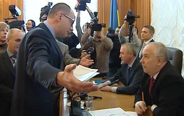 Оппозиция требует проголосовать конституционный акт уже в четверг - Яценюк