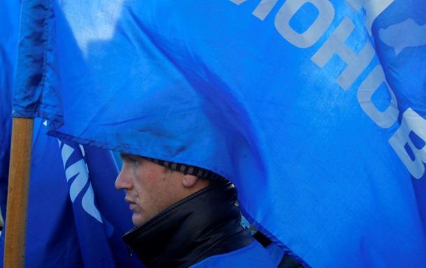 У здания Рады собралось 2 тысячи сторонников действующей власти.
