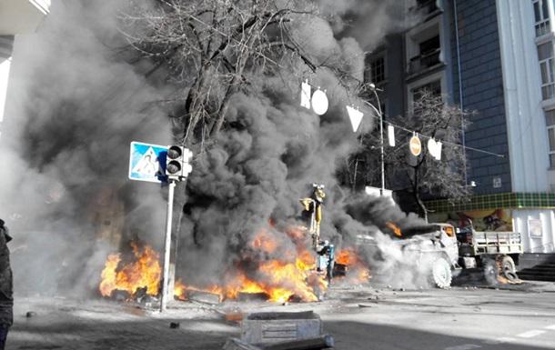 Столкновения между активистами и милицией началось на улице Садовой