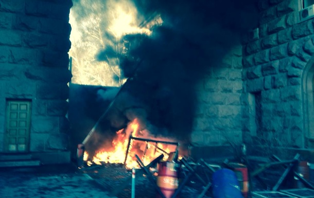 В Киеве горит здание городской администрации