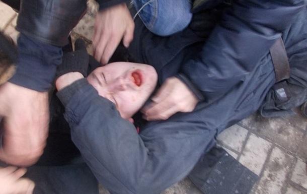 Активисты Майдана отпустили одного пленного милиционера