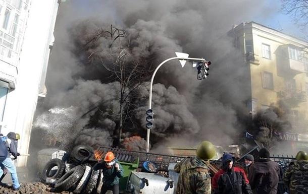 Беркут штурмует баррикады на Майдане