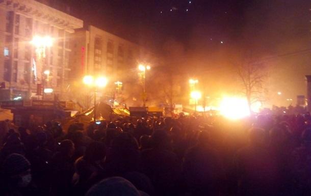 На Майдане горят палатки протестующих