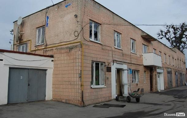 В Луцке протестующие захватили и подожгли офисы Партии регионов и КПУ