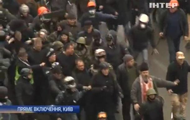 Десятки бойцов ВВ с Грушевского сдались в плен самообороне Евромайдана