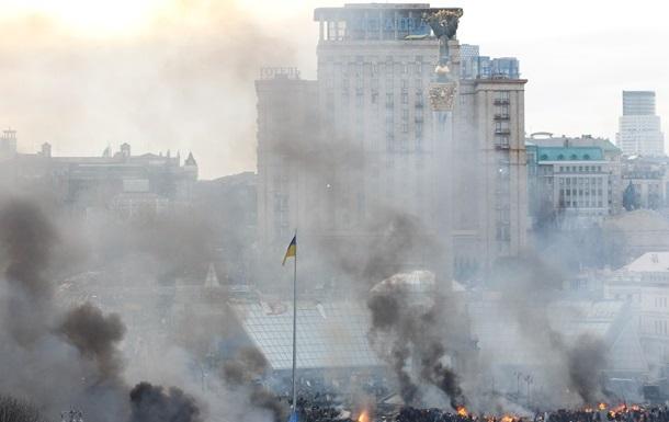 Митингующие приступили к захвату гостиницы Украина