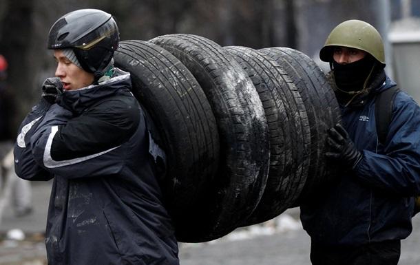 В Киеве протестующие пикетируют полк МВД на Воздухофлотском проспекте