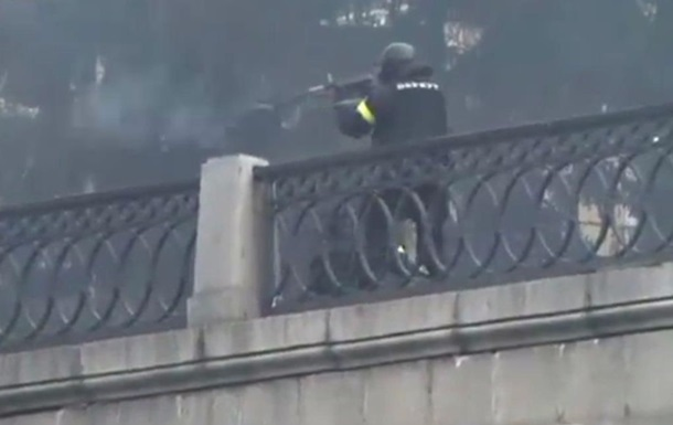 Опубликовано видео стрельбы бойцов Беркута по протестующим из автоматов Калашникова