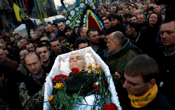 На Майдане простились с погибшими во время расстрела протестующих