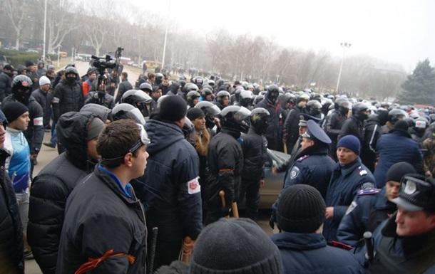 В Харькове проходит многочисленный митинг в поддержку Януковича