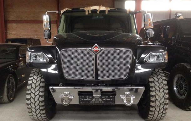 Активисты нашли склад элитных авто под Киевом