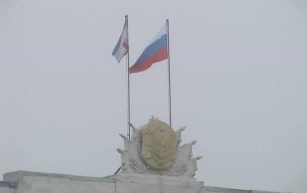 Захвачены парламент и правительство Крыма. Над зданиями российские флаги