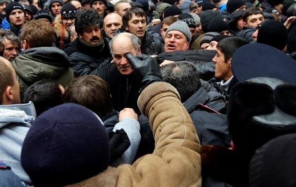 Пророссийские активисты под парламентом Крыма напали на иностранных журналистов