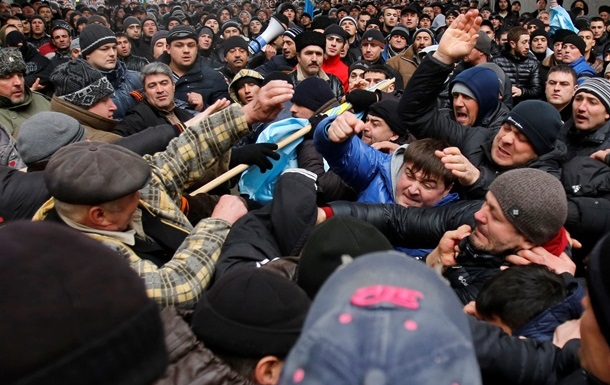 В Крыму митингующие не хотят ждать референдум три месяца