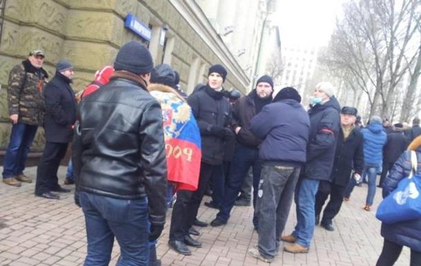 В Донецке штурмуют областную администрацию