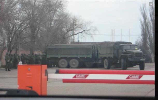 На Керченской паромной переправе скопление бронетехники