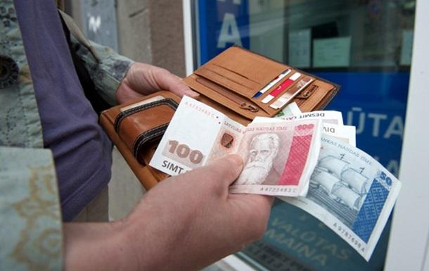 Курс рубля достиг исторических минимумов к доллару и евро