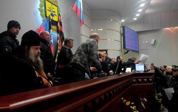 В Донецке решили провести референдум. Штурмом взято здание облгосадминистрации