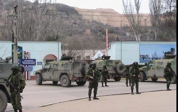 Вооруженные люди покинули ранее захваченные здания в Симферополе