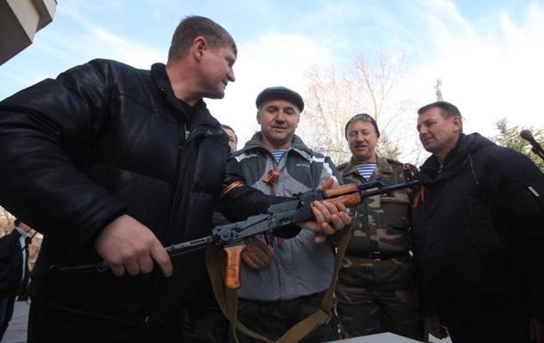 В Симферополе вооруженные люди захватили офис Партии регионов