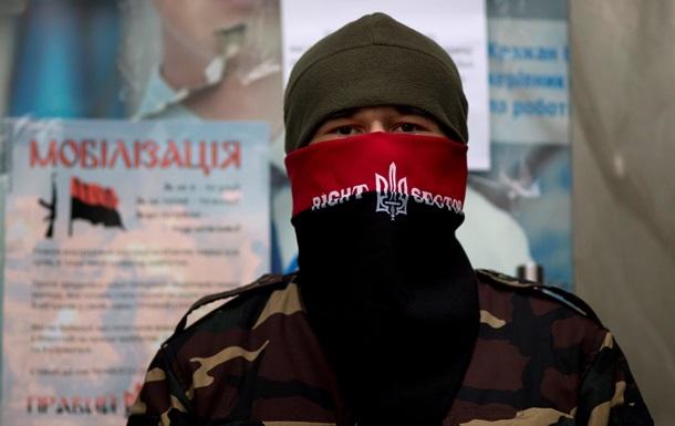 Правый сектор не исключает войны в Крыму и своего участия в ней