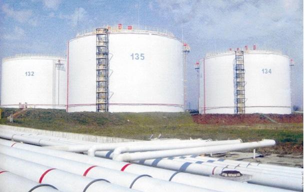 Крымская самооборона захватила нефтебазу в Феодосии