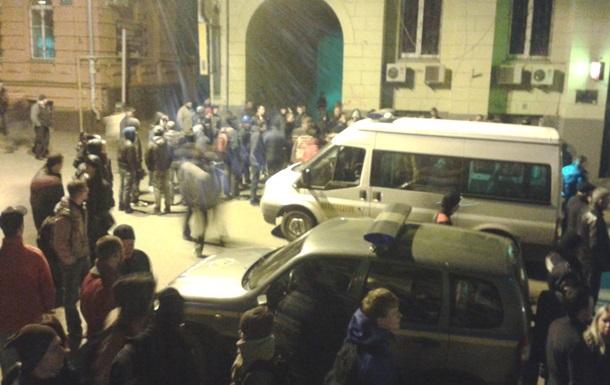 В результате перестрелки в Харькове погибли два человека, тяжело ранен милиционер - Аваков