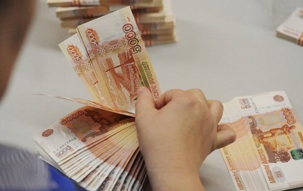 Российский рубль стал официальной валютой в Крыму
