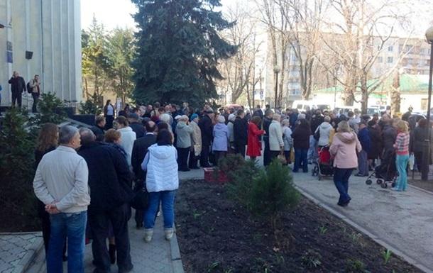 В Крыму выстраиваются очереди за российскими паспортами