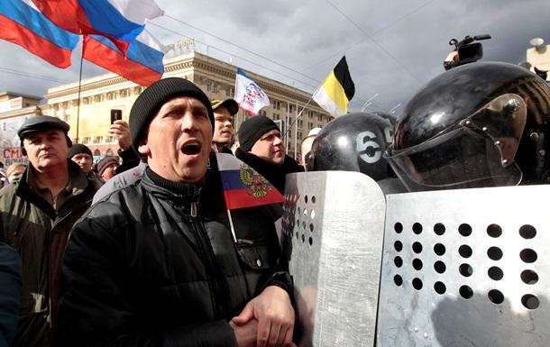 В Харькове митингующие требуют провести референдум